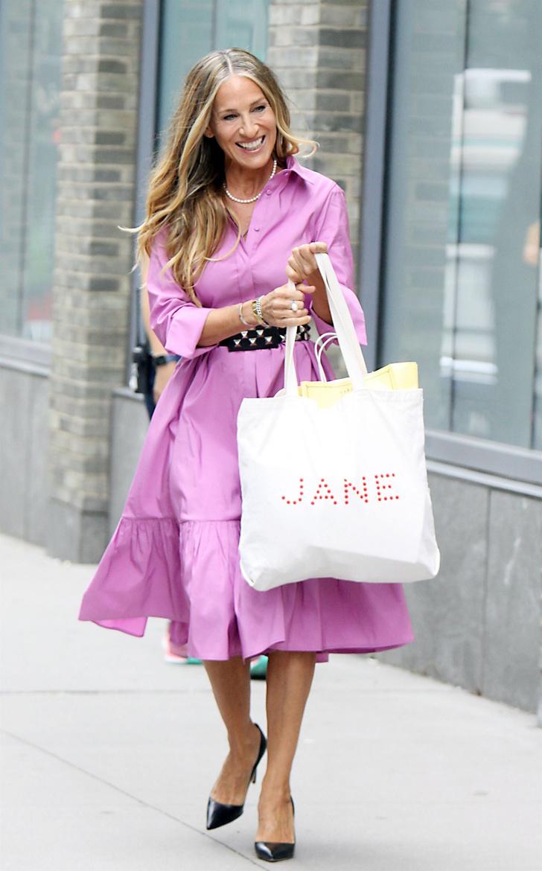Фото №2 - Объемное платье-рубашка, как у Сары Джессики Паркер в новом сезоне «Секса в большом городе»,— идеальный выбор на лето