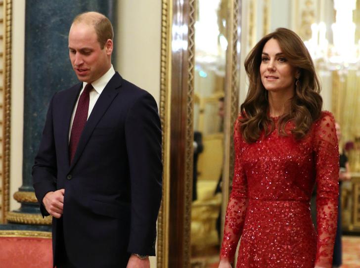 Фото №1 - Красная королева: «роковая» Кейт и ее тайное модное послание Меган