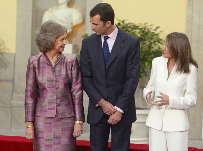 Фото №5 - Дурной знак для монархии: конфликт королевы Летиции со свекровью набирает обороты