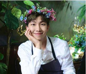 Фото №2 - RM из BTS рассказал, с кем хочет подружиться в будущем