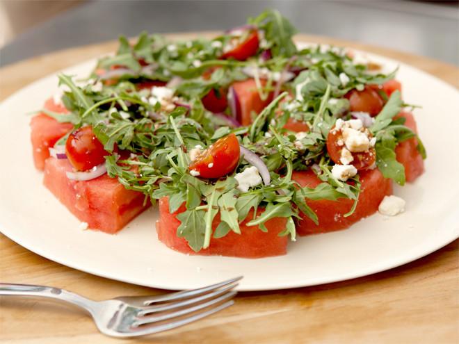 Фото №7 - Легкие и сытные салаты: 8 быстрых рецептов