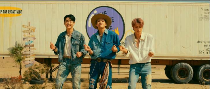 Фото №2 - Мы влюбились! Лучшие летние вещи из клипа BTS «Permission to Dance»