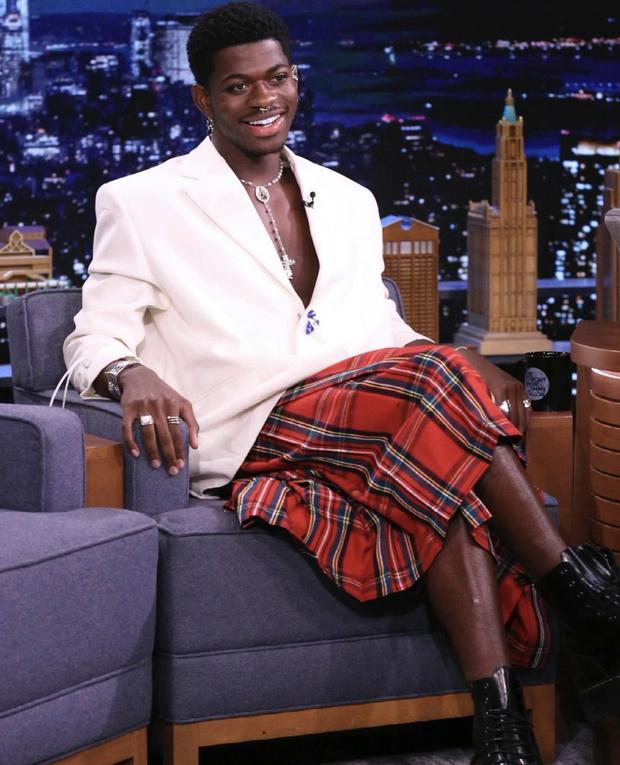 Фото №1 - Дьявол носит килт: рэпер Lil Nas X в юбке Louis Vuitton