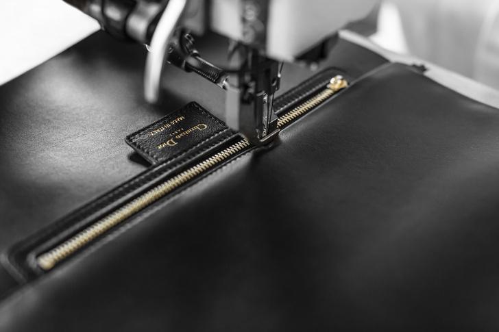 Фото №4 - Новая классика: как создается сумка Dior Caro