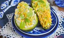 Яичный салат в авокадо
