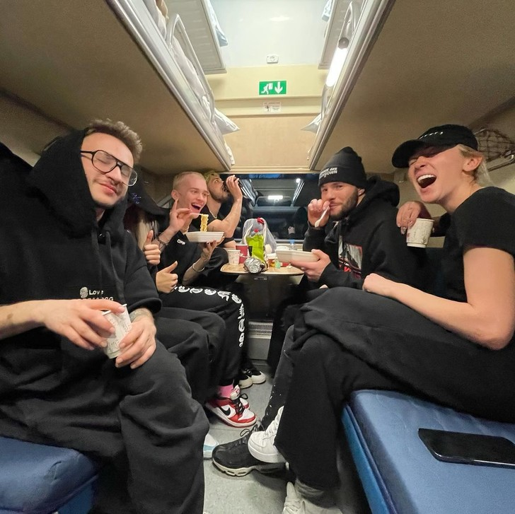 Фото №1 - Команда мечты: Настя Ивлеева, Даня Милохин, Юля Гаврилина и Эльдар Джарахов отправились в путешествие