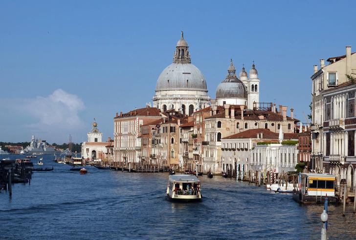 Фото №1 - Власти Венеции готовят для туристов новый запрет