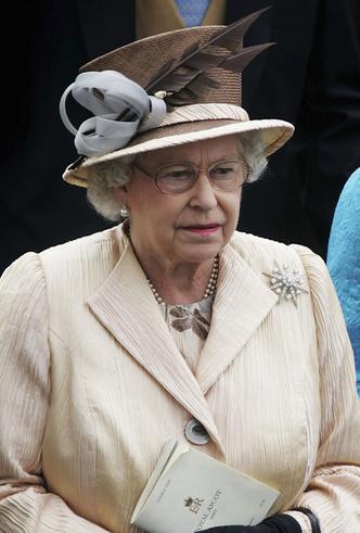 Фото №33 - Делайте ставки, господа: шляпки Королевы на Royal Ascot