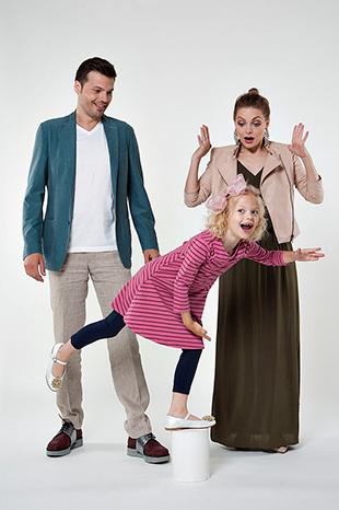 Фото №2 - Они поют, танцуют, воспитывают дочь и называют себя… бандой!