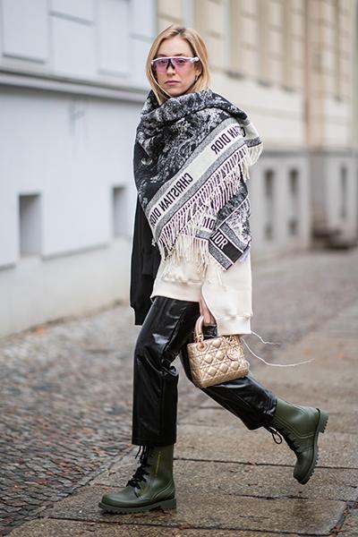 Фото №7 - Как носить резиновые сапоги и выглядеть стильно