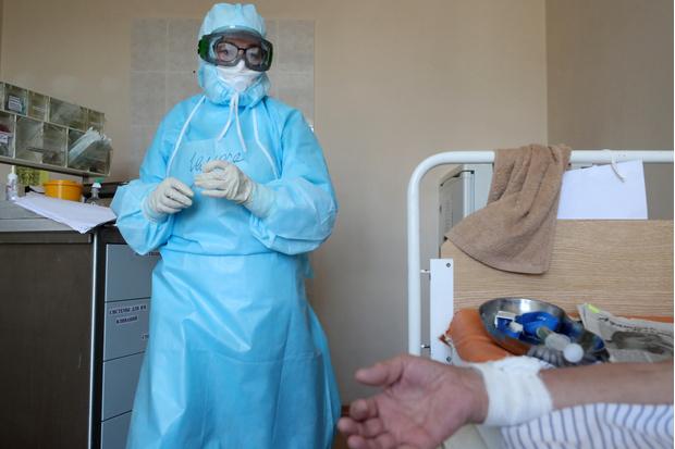 Фото №3 - Тульскую медсестру наказали за выход на работу в купальнике и прозрачном защитном костюме