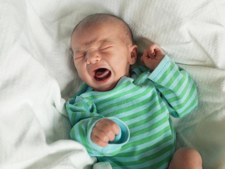Фото №1 - Чем младенец пугает маму: 12 вещей