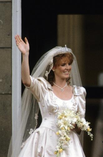 Фото №2 - Какую тиару Елизавета II одолжит Меган Маркл на свадьбу: делаем ставки