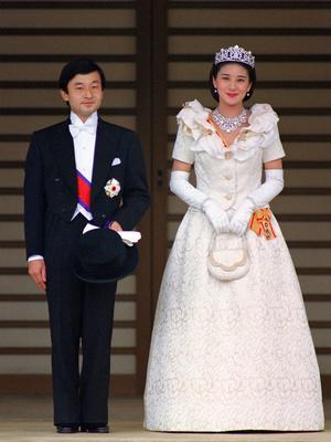 Фото №6 - Невеста на миллион: 7 самых дорогих свадебных платьев королевских особ