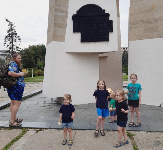 Евгений Тепляков с детьми