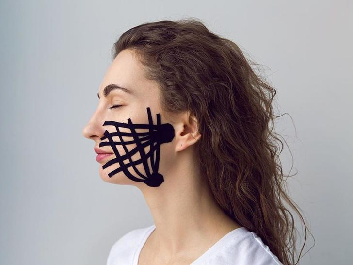 Фото №3 - Полный гид по тейпированию лица: как избавиться от морщин, отеков и не только (видео)