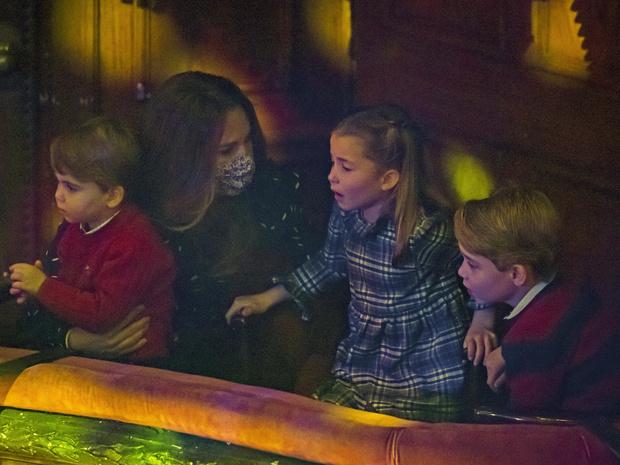 Фото №3 - Особый подход: необычный способ успокоить детей, который используют Кейт и Уильям