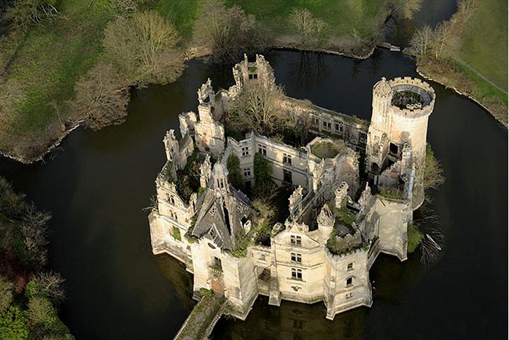 Фото №1 - Больше 10 000 незнакомцев купили французский замок