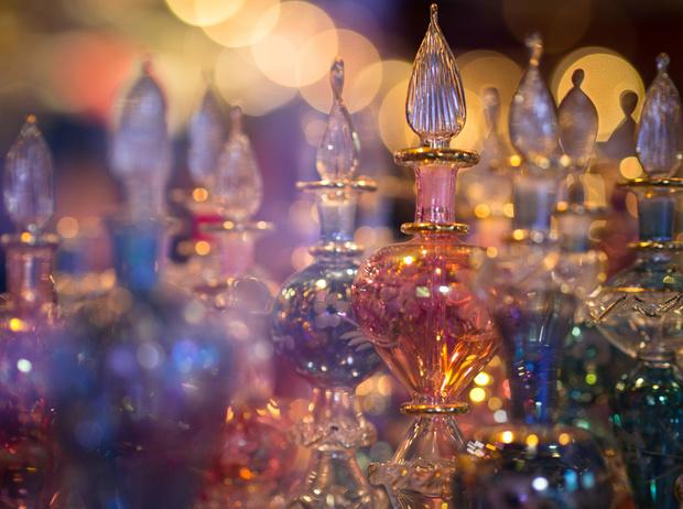 Фото №1 - Праздничный шоппинг: ароматы, которые приятно дарить и получать в подарок