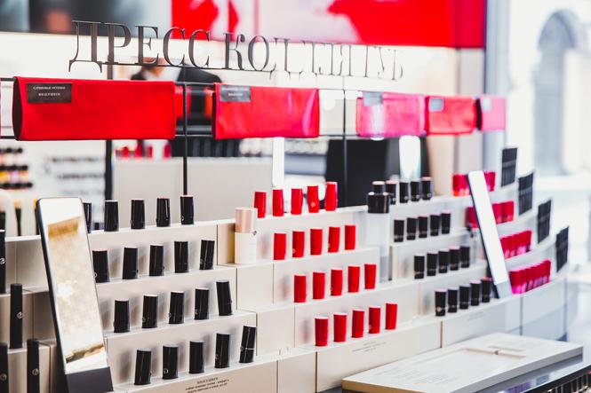 Фото №5 - Digital-примерочная, волшебное зеркало и другие новшества бьюти-корнера Giorgio Armani
