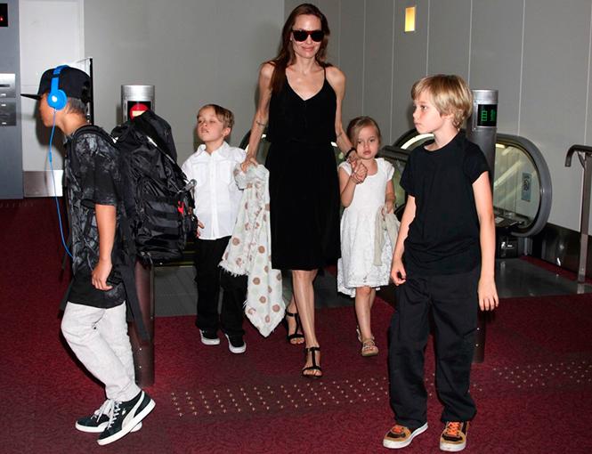 Фото №2 - Где и с кем Анджелина Джоли встретила Новый год