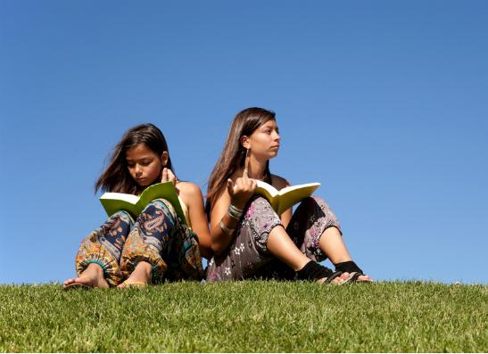 Фото №1 - 10 книг, которые должна прочитать каждая девушка
