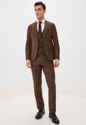 Фото №8 - 7 стильных костюмов на выпускной для модных парней