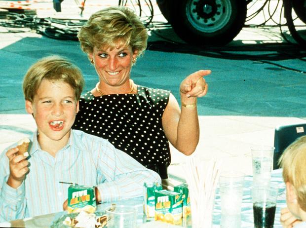 Фото №1 - История в фотографиях: какой мамой была принцесса Диана