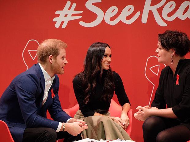 Фото №7 - Меган Маркл и принц Гарри начали свой тур по Великобритании