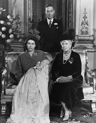 Фото №3 - Новая эпоха: как рождение принца Чарльза положило конец многовековой традиции