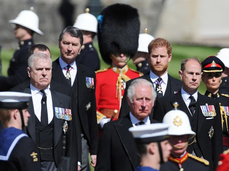 Фото №2 - Почему это Рождество станет особенным и очень долгожданным для Королевы и принца Чарльза
