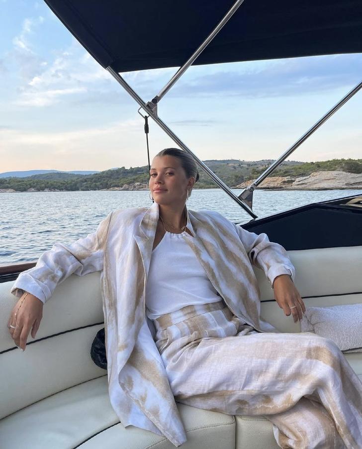 Фото №5 - Главная вещь, которую нужно взять в отпуск: показывает София Ричи