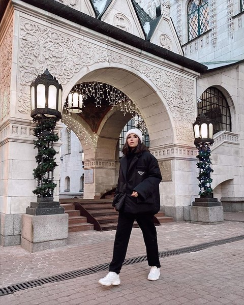 Фото №4 - Модные шапки 2021: смотри, что носит Клава Кока, Аня Покров, Хейли Бибер и другие селебы этой зимой