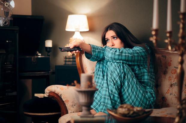 можно вредно ли смотреть телевизор в темноте, как правильно, как смотреть телевизор без вреда для глаз
