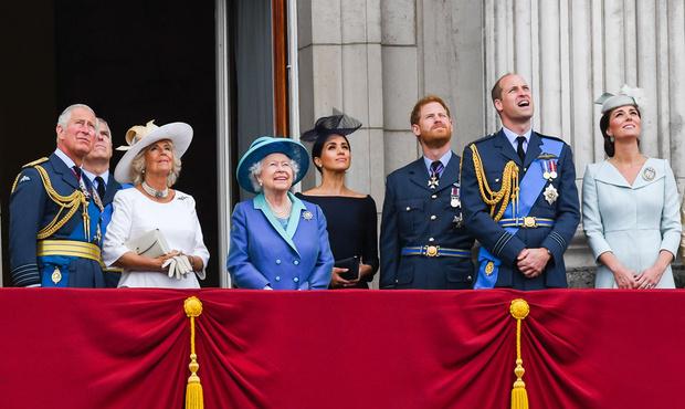 Фото №2 - 7 самых безумных теорий заговора о британской королевской семье