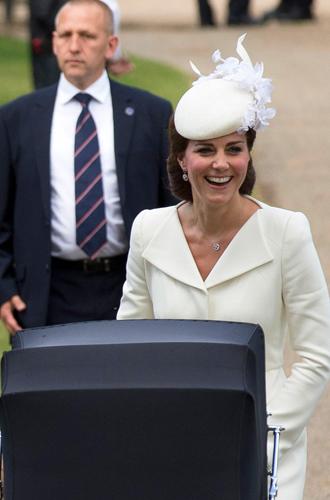 Фото №28 - Самые трогательные моменты крестин детей герцогов Кембриджских