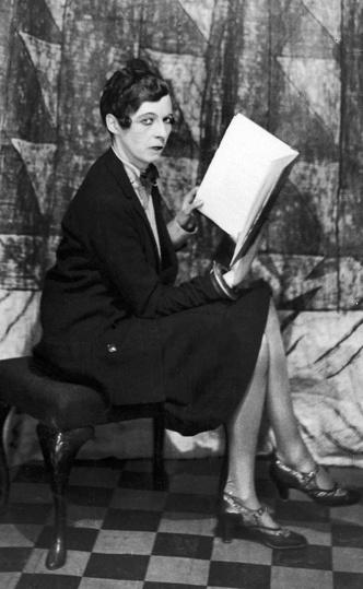 Фото №5 - Гипнотическая Нэнси Кунард: как одевалась самая модная активистка XX века