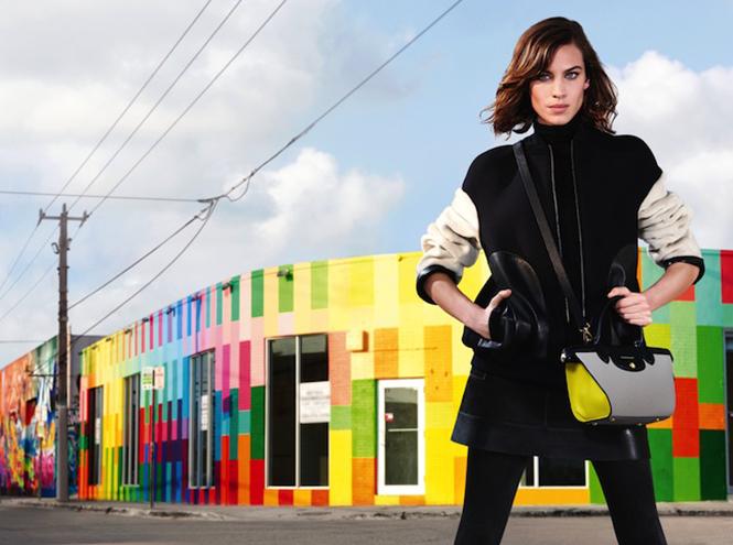 Фото №1 - Эксклюзив: видео от Longchamp с Алексой Чанг