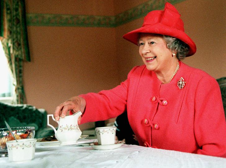 Фото №1 - Ее Величество дала добро: правила чаепития королевской семьи