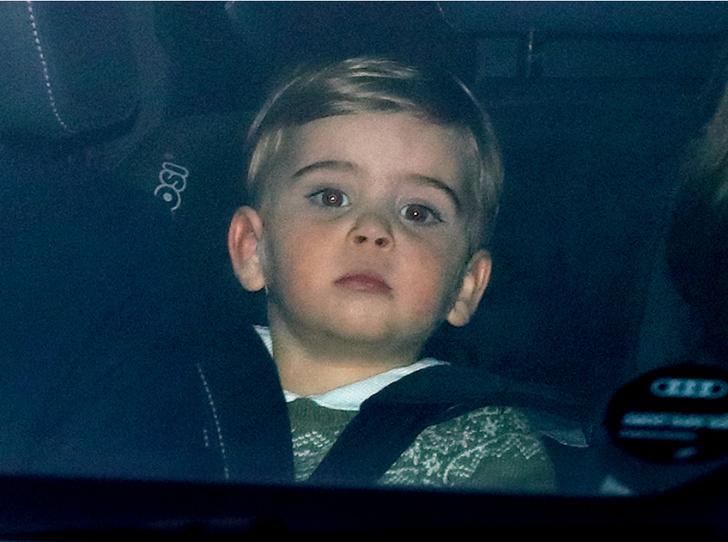 Фото №1 - День в музее: в Сети обсуждают фото принца Луи, гуляющего без родителей