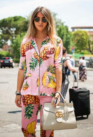Фото №4 - Модная униформа: как носить пижамы вне дома (и даже в офис)