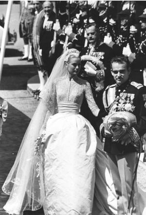 Фото №5 - Вдохновение для герцогини: чье свадебное платье скопировала Кейт Миддлтон