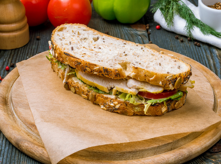 Фото №2 - Правильное утро: 5 рецептов вкусных и полезных бутербродов