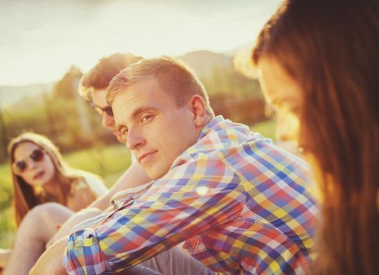 Фото №1 - Вопрос дня: Мне нравится брат подруги. Как сказать ей об этом?
