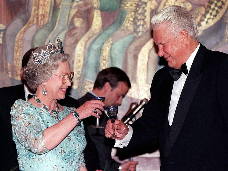Фото №7 - 10 самых впечатляющих королевских туров Елизаветы, которые вошли в историю