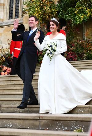 Фото №2 - Почему свадебное платье принцессы Евгении было удачнее, чем у Меган Маркл