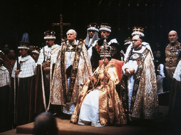 Фото №6 - История самого известного коронационного платья Елизаветы II