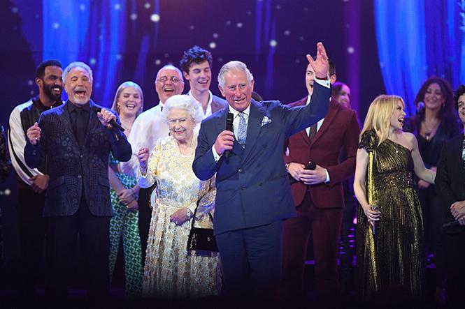Фото №19 - Самые интересные моменты вечеринки в честь 92-летия Королевы