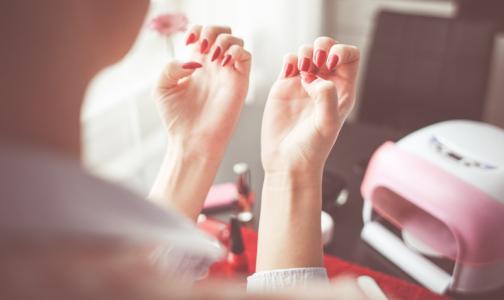 Фото №1 - Петербургский эпидемиолог: Доказать, что вы заразились гепатитом в тату-салоне или на маникюре, сложно