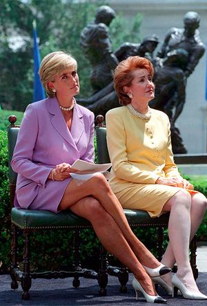 Фото №10 - Фирменные позы и жесты королевских особ (а вы замечали?)